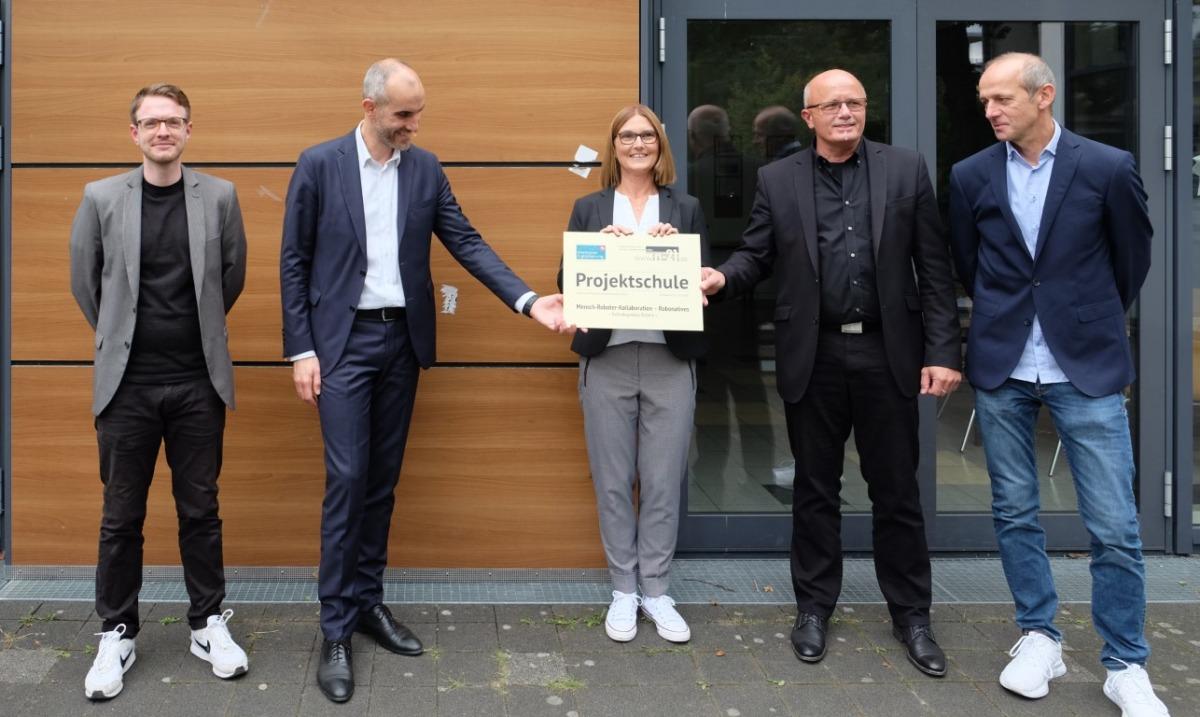 Oberbürgermeister eröffnet Technologielabor